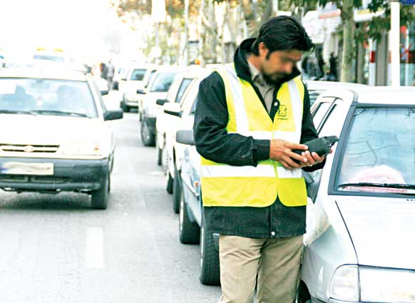 پارکینگ های حاشیه ای، پتانسیلی برای مدیریت ترافیک شهری و تأمین درآمدهای پایدار