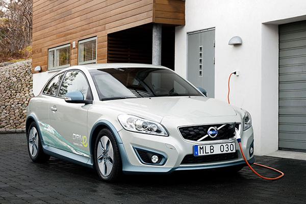 ضرورت حرکت به سمت توسعه استفاده از خودروهای برقی در سطح کشور
